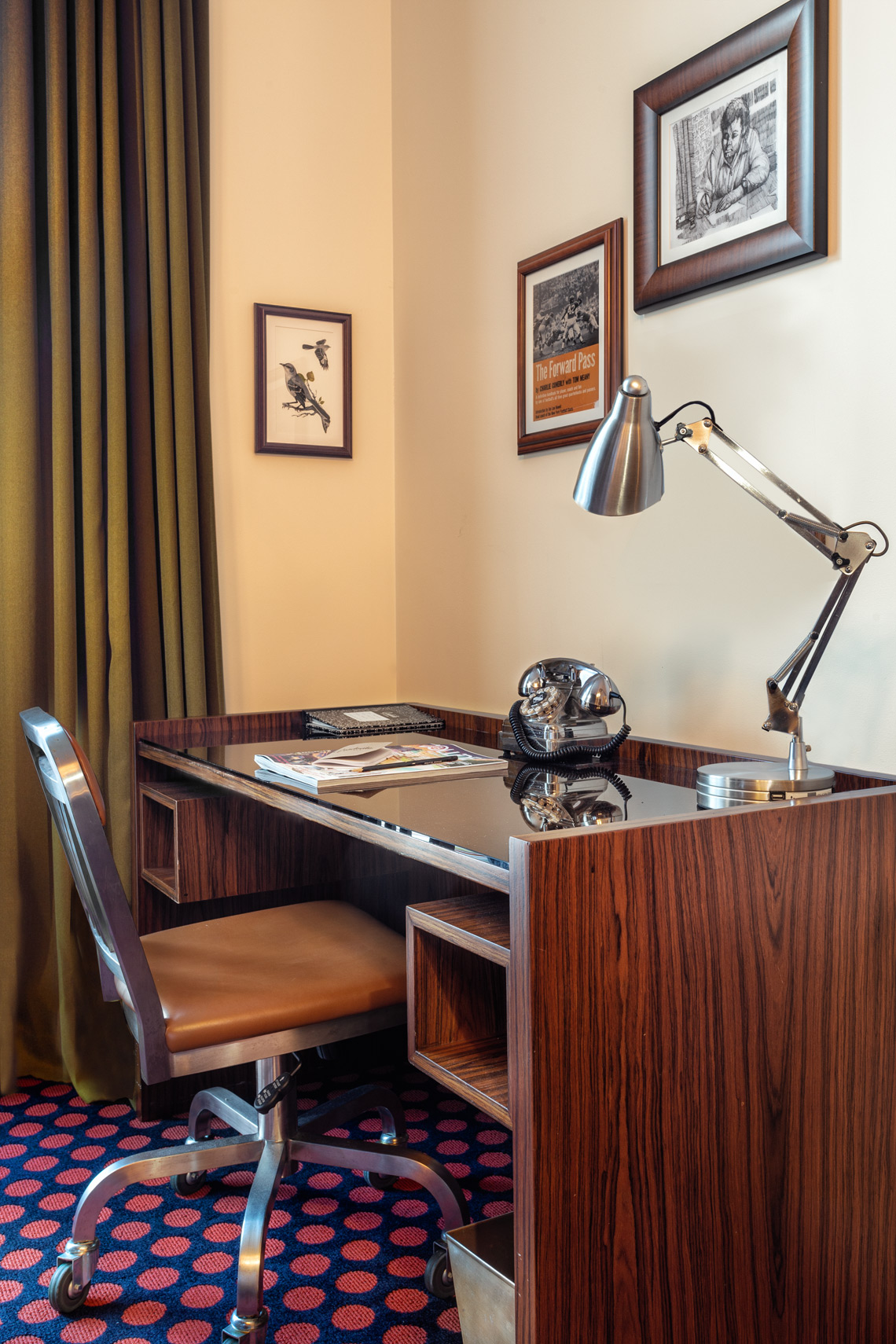 hotel-photographer-oxford-mississippi picture of desk